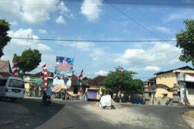 Lokasi bekas tugu mirip Monas di depan Kantor Kecamatan Weru, Sukoharjo, yang dirobohkan. Foto diammbil belum lama ini. (Istimewa/Heru Susilo)