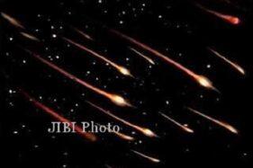 Ilustrasi bintang jatuh, hujan meteor. (Solopos/Dok)