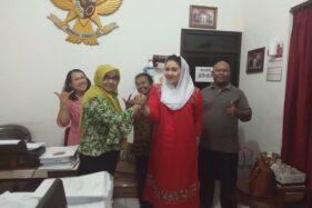 Cucu Pakubuwono XII, BRA Putri Woelan Sari Dewi (kedua dari kanan) bersilaturahmi ke DPC PDIP Solo pada Maret 2020 lalu. (Istimewa)