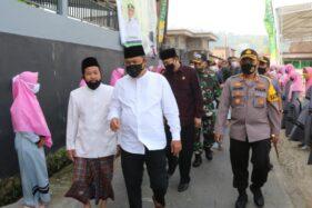 Forkopimda Karanganyar meninjau Ponpes Darul Amal di Desa Beruk, Kecamatan Jatiyoso,yang dicanangkan sebagai Pesantren Siaga Candi 2020 pada Jumat (24/7/2020). (Istimewa/Dokumentasi Polres Karanganyar)