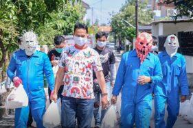 Pakai Topeng Corona, Sukarelawan Gibran Bikin Heboh Warga Banyuagung Solo