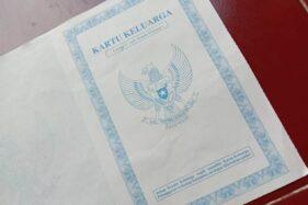 Kartu Keluarga warna biru (Solopos-Rohmah Ermawati)