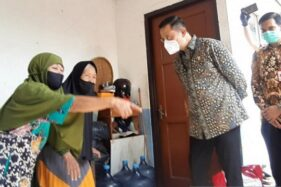 Menteri Sosial (Mensos) Juliari P Batubara dalam acara pembagian bansos di Bekasi, Jawa Barat, Selasa (14/7/2020). (ANTARA/Katriana)