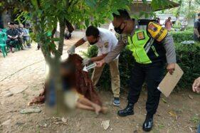Anggota Polsek Ngadirojo melakukan proses identifikasi korban bunuh diri di  Kecamatan Ngadirojo, Wonogiri, Senin (6/7/2020). (Istimewa/Dok. Polsek Ngadirojo)