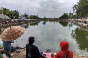 Pelaksanaan simulasi wisata di era new normal saat pelaksanaan lomba mancing di tempat pemancingan Doho Raya, Madiun, Minggu (5/7/2020). (Abdul Jalil/Madiunpos.com)
