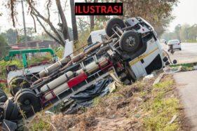 Truk Terguling Dekat Lokasi Layatan, Warga Kemalang Klaten Gempar