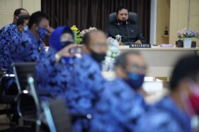 Wali Kota Madiun, Maidi, memberikan pemgarahan kepada kepala sekolah se-Kota Madiun, Selasa (30/6/2020). (Istimewa/Pemkot Madiun)