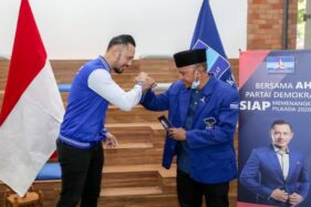 Agus Harimurti Yudhoyono (AHY) dan Rahmad Darmawan. (Bisnis)