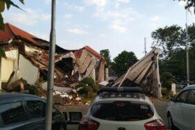 Terdengar seperti Guntur, Gedung Kantor OJK Jateng-DIY di Semarang Roboh