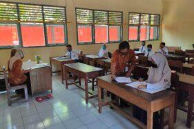 Calon peserta didik (CPD) mendaftar ulang di SMKN 2 Wonogiri, Bulusulur, Kecamatan Wonogiri, Wonogiri, Rabu (1/7/2020). (Solopos-Rudi Hartono)