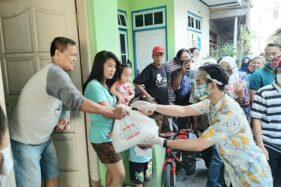 Dapat Bantuan 125 Paket Sembako, Warga Kampung Kepanjen Solo Doakan Ini untuk Gibran
