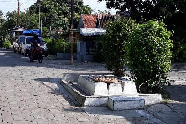 3 Makam di Pertigaan Jalan di Solo Ternyata Milik Bayi Tenggelam, Ini Identitasnya