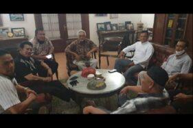 Mantan Panglima TNI Jenderal Gatot Nurmantyo menemui tokoh Mega Bintang Mudrick Sangidu di Kartopuran, Solo, Selasa (7/7/2020). (Istimewa)