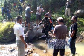 Proses evakuasi jenazah Mbah Jono di Sungai Pondok, tepatnya di Dukuh Pondok RT 018, Desa/Kecamatan Sambirejo, Sragen, Sabtu (11/7/2020). (Istimewa)
