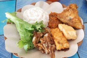 Pasutri Eks Pegawai Bank Sukses Buka Warung Ayam Penyet Pio di Colomadu, Sehari Jual Ratusan Porsi
