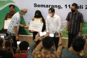 5 Keluarga Nakes Pejuang Covid-19 Gugur di Semarang Dapat Penghargaan & Santunan dari Menkes Terawan