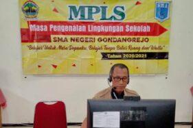 Guru SMAN Gondangrejo melaksanakan MPLS hari pertama, Senin (13/7/2020), secara daring. (Istimewa/Dokumentasi SMAN Gondangrejo)
