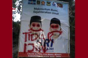 Baliho One Krisnata- Muhamamd Fajri (ORI) dicoreti orang tak dikenal di Jl Bayat-Cawas, Senin (6/7/2020) malam. (Istimewa)