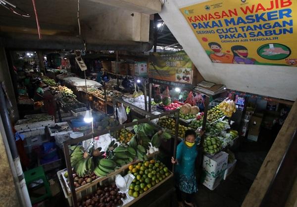 Pasar Harjodaksino Solo Sudah Buka Lagi, Petugas Dan Pedagang Rutinkan Ronda Masker