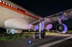 Pesawat Garuda Indonesia GA613 tergelincir saat hendak lepas landas (take off) di Bandara Sultan Hasanuddin, Maros, Sulawesi Selatan, Rabu (1/7/2020).(Detik/dok/istimewa)