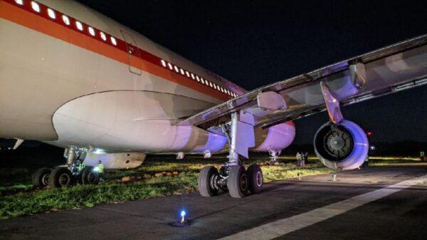 Pesawat Garuda Tergelincir saat Take Off di Bandara Hasanuddin
