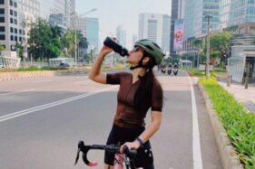 Tetap Cantik Meski Keringatan, Ini Gaya 5 Artis Indonesia Saat Sepedaan