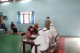 Pelaksanaan rapid test untuk Petugas Pemutakhiran Data Pemilih (PPDP) Wonogiri di Balai Desa Batuwarno, Kecamatan Batuwarno, Wonogiri, Kamis (9/7/2020). (Istimewa)