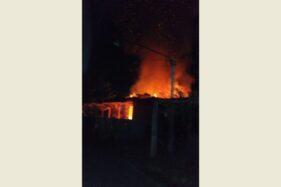 Foto Dahsyatnya Api Hanguskan Bangunan Riri Konfeksi Sukoharjo