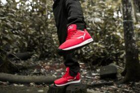 Ilustrasi sepatu lari. (Tokosolopos.com)