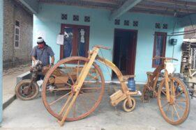 Saking Uniknya, Sarijo Klaten Tak Tahu Nama Model Terbaru Sepeda Kayu Bikinannya