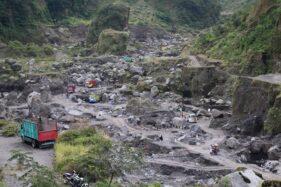 Aktivitas pertambangan manual di alur Kali Woro, Kecamatan Kemalang, Kabupaten Klaten, Jateng berjalan normal, Rabu (8/7/2020). (Solopos/Taufiq Sidik Prakoso)
