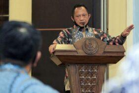 Mendagri Tito Karnavian memberikan sambutan saat menghadiri rapat persiapan Pilkada Serentak Tahun 2020 di Jayapura, Papua, Jumat (10/7/2020). (Antara Foto-Gusti Tanati/pras).