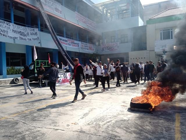 Demo Lagi, Aliansi Civitas Akademika Uniba Solo Tunggu Respons Yapertib