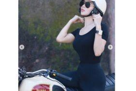 Wika Salim dengan sepeda motor gede (moge) (Instagram/wikasalim).