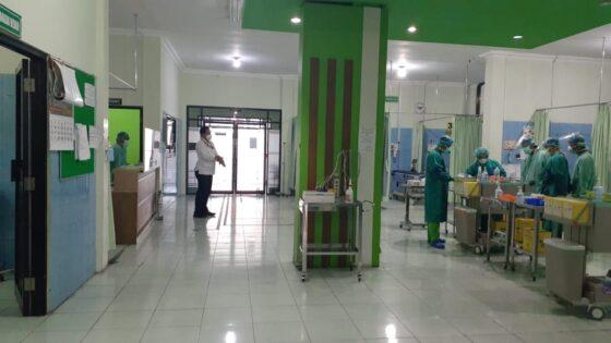 Aktivitas tenaga kesehatan di ruang IGD RSUD Kota Madiun, Jawa Timur, Rabu (5/8/2020). (Abdul Jalil/Solopos.com)