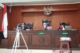 Putusan perkara penolakan pemakaman jenazah Covid-19 di Pengadilan Negeri Banyumas, Jawa Tengah, Kamis (6/8/2020). (Antaranews.com)
