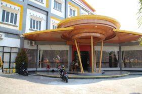 Hotel Edotel untuk sementara difungsikan sebagai tempat isolasi nonrumah sakit pasien Covid-19. Foto diambil Jumat (7/8/2020). (Taufiq Sidik Prakoso/Solopos)
