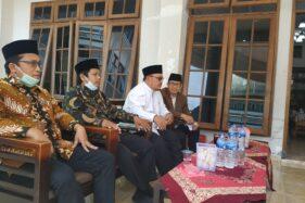 Ketua MUI DKI KH. Munahar Muchtar (dua dari kanan) saat berkunjung ke Pondok Pesantren Budi Utomo, LDII, Kadipiro, Banjarsari, Solo pada Kamis (6/8/2020). (Solopos.com-Ichsan Kholif Rahman)