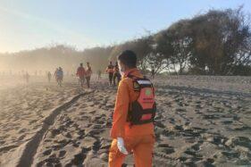 Suasana pencarian wisatawan hilang di Pantai Goa Cemara, Bantul, Kamis (6/8). ( Dok. Basarnas Yogyakarta)