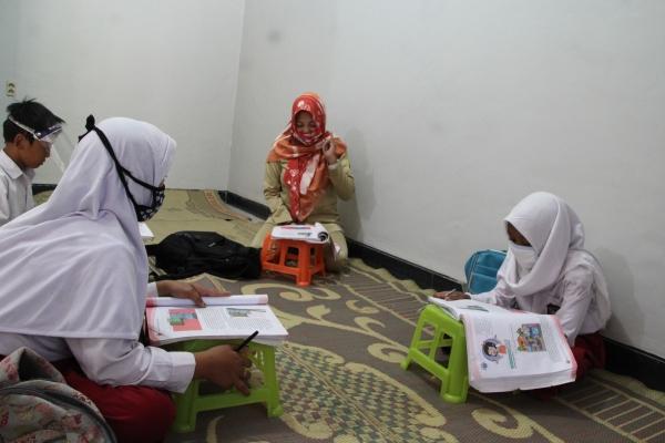 Kisah Murtini, Guru Honorer Klaten yang Sambangi Rumah Siswa Demi Semangat Belajar