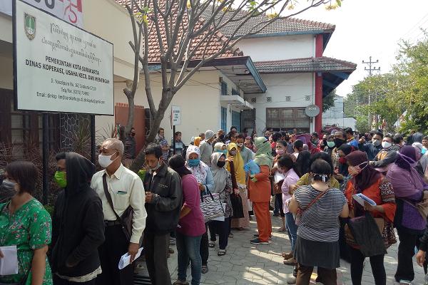 Pendaftar Bantuan UMKM Rp2,4 Juta di Solo Membeludak, Kerumunan Tak Terhindarkan