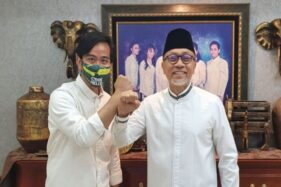 Ketua Umum Partai Amanat Nasional (PAN) Zulkifli Hasan (kanan) menerima kunjungan Gibran Rakabuming Raka, calon Wali Kota Solo dalam Pilkada 2020 (Twitter/@ZUL_Hasan)