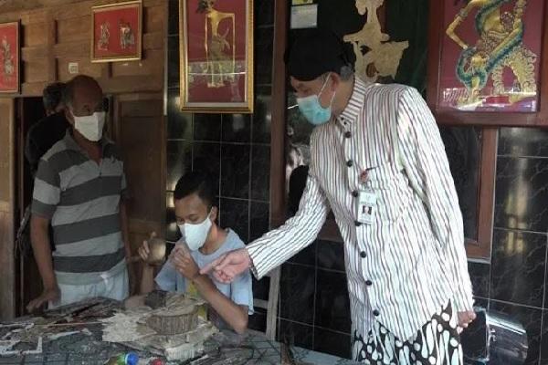 Wow! Bimo Bocah Wonogiri Bikin Wayang Ganjar Pranowo Bermasker