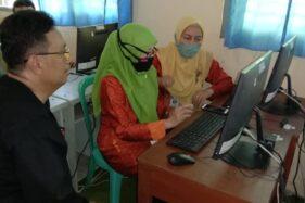 Guru melaksanakan program pembelajaran jarak jauh (PJJ) kepada siswa selama pandemi Covid-19 beberapa waktu lalu. (Istimewa/ SMPN 1 Matesih)