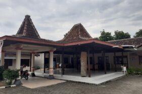 Pendapa Kelurahan Mandan, Kecamatan Sukoharjo, yang dipasangi wifi gratis untuk pelajar agar bisa mengikuti pembelajaran jarak jauh (PJJ) saat masa pandemi Covid-19, Kamis (13/8/2020). (Solopos/Bony Eko Wicaksono)