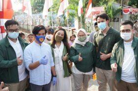 Ketua Gerakan Milenial Indonesia Sasha Tutuko (ketiga dari kiri) bertemu Gibran Rakabuming Raka di Solo, Jumat (14/8/2020). (Istimewa)