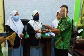 Guru dan Pelajar SMKN 1 Banyudono Boyolali Urunan Belikan HP untuk Siswa Belajar Daring