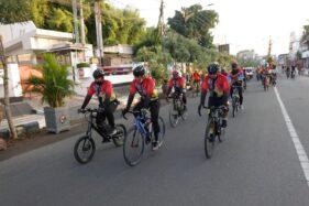 Wali Kota Madiun, Maidi, bersama sejumlah pejabat mencoba rute sepeda wisata di wilayah Kota Madiun. (Istimewa/Pemkot Madiun)