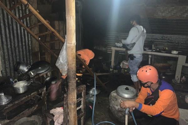 Jalan Sempit Mobil Damkar Tak Bisa ke Lokasi, Kebakaran Gondangrejo Karanganyar Padam Berkat Warga