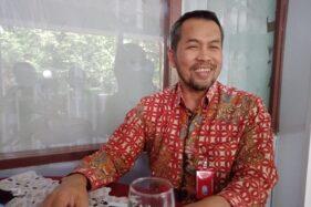 Bupati Wonogiri, Joko Sutopo (Jekek) saat berbincang dengan wartawan di teras Rumah Dinas Bupati Wonogiri, Rabu (12/8/2020). (Solopos/M. Aris Munandar)